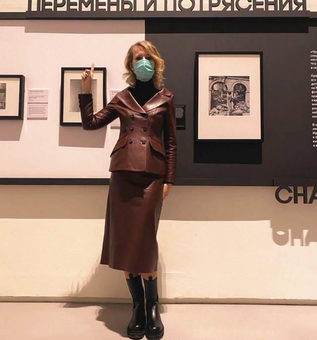 Ксения Собчак за посещение ресторанов и выставок в Питере