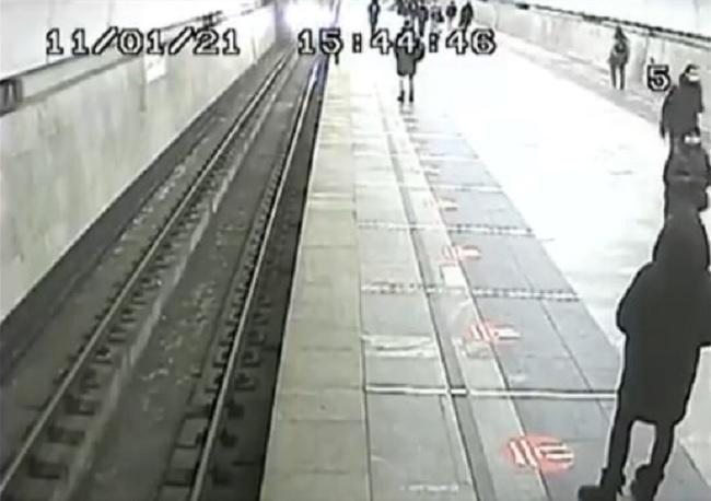 Машинист, спасший ребенка в метро, обратился к россиянам