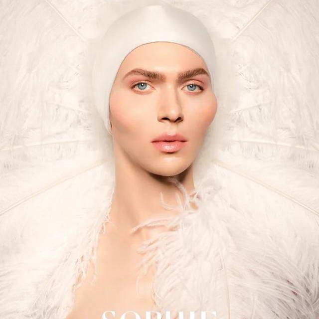 Sophie (трансгендер - ЛГБТ-икона, при рождении Самуэль Лонг, 1986, Глазго, после трансформации Софи Ксеон).
