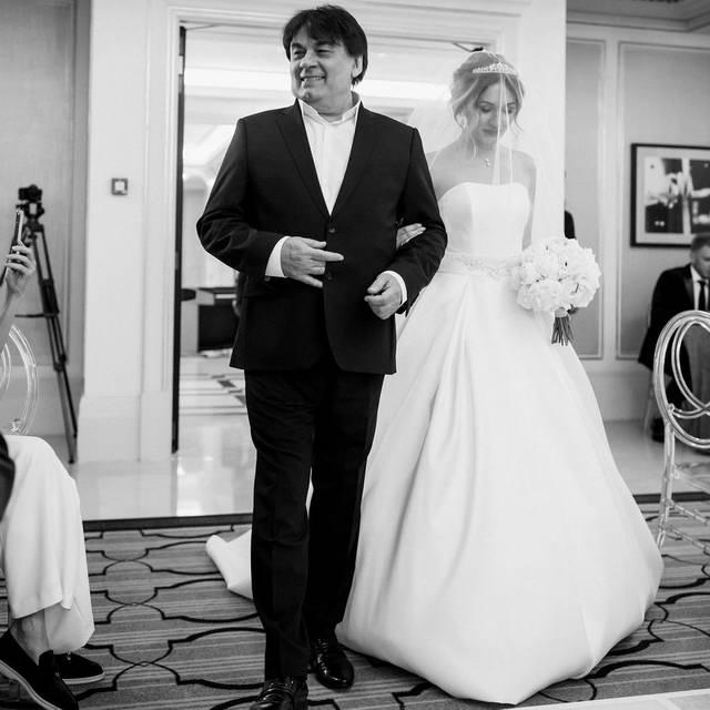 Александр Серов на свадьбе дочери Мишель