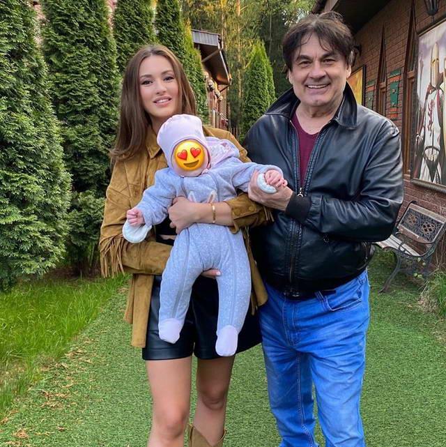 Александр Серов с дочкой Мишель и внучкой Мией