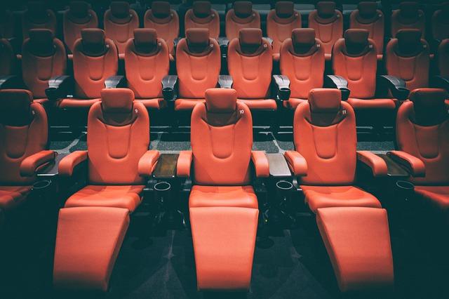Чем кинотеатральные кресла отличаются от театральных