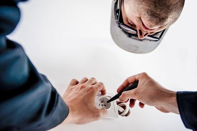 Ремонт: Замена розеток в квартире своими руками