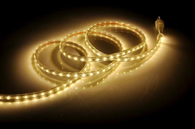Накладной профиль для LED ленты: необходимость или нужная вещь?